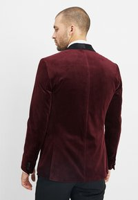 Isaac Dewhirst - FASHION PLAIN JACKET SLIM FIT - Blazer jacket - bordeaux - 2