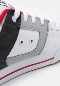 DC Shoes - PURE - Obuwie deskorolkowe - white/grey/red - 5