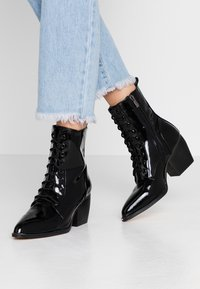 co wren wide fit - Lace-up ankle boots - black - 0