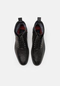 Shelby & Sons - HOCKLEY BROGUE BOOT - Šněrovací kotníkové boty - black - 3