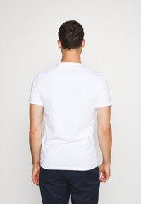Guess - TEE - T-shirt basic - blanc pur - 2