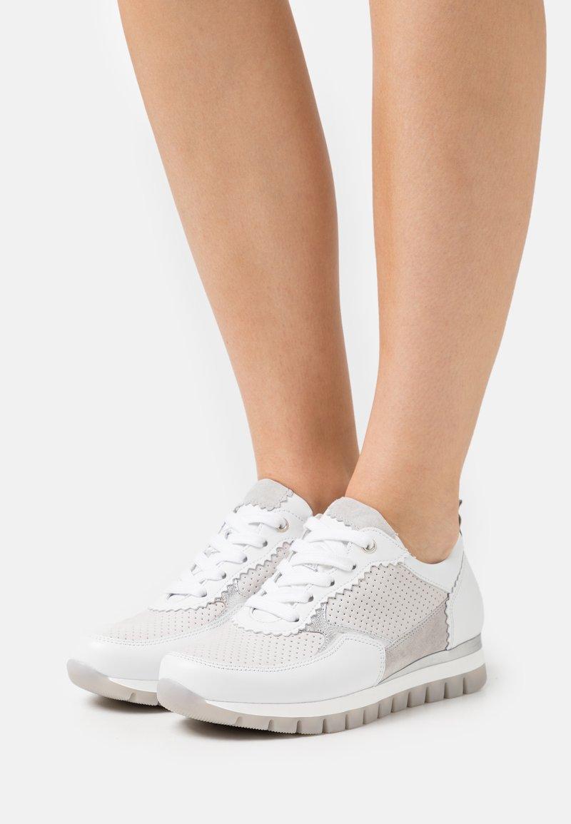 Gabor Comfort - Sneakers laag - platinum/weiß/light grey
