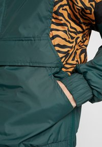 Urban Classics - ANIMAL MIXED JACKET - Windbreaker - bottlegreen - 3