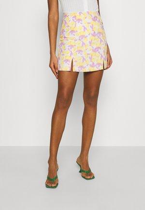 MAYA HIGH-WAISTED SKIRT WITH FRONT SIDE SPLITS - Mini skirt - lemon/lilac
