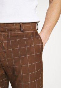 New Look - GRID CROP  - Spodnie materiałowe - tan - 4