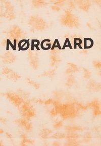 Mads Nørgaard - TOPINI - T-shirt print - tangerine - 2