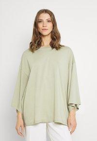Monki - BILLA TEE - Basic T-shirt - green dusty light - 0