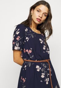 Vero Moda Petite - VMANNIE BELT SHORT DRESS - Day dress - night sky/hallie - 3