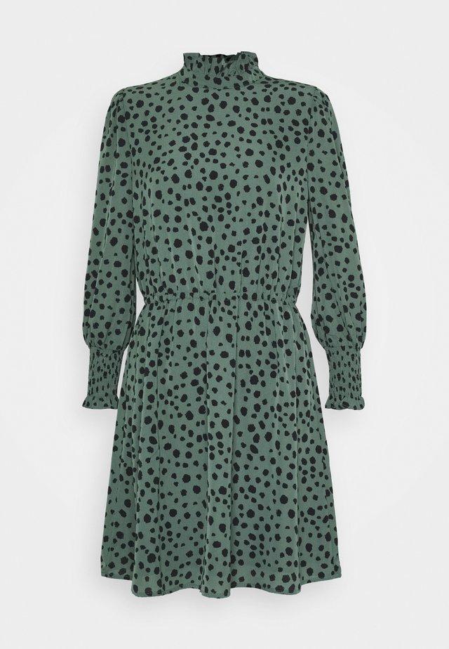 ONLJENNA HIGHNECK SHORT DRESS - Kjole - chinois green/black