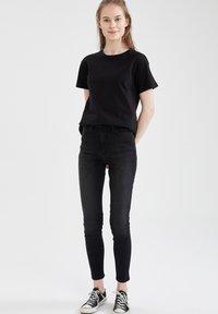 DeFacto - PACK OF 2 - Basic T-shirt - karma - 4