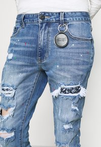 AMICCI - CAPRI CARROT FIT  - Jeans Tapered Fit - lightblue - 5