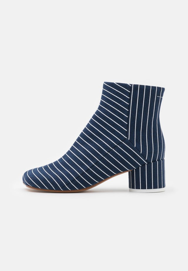 BOOT - Korte laarzen - true blue/white