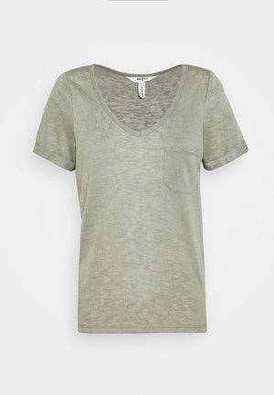 OBJTESSI V NECK  - T-shirts med print - shadow