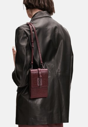 MIT REP - Across body bag - bordeaux