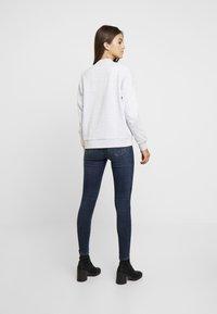 Vero Moda - VMSEVEN SLIM TAPERED - Skinny džíny - dark blue denim - 2