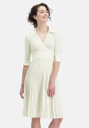 MIT PLISSEEFALTEN VIGIARA - Day dress - white