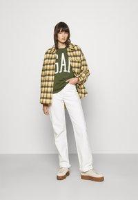 GAP - Mikina - army jacket green - 1
