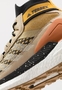 adidas Performance - FREE HIKER BOOST PRIMEKNIT SHOES - Hiking shoes - legend gold/sand/core black - 5