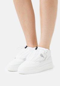 F_WD - Sneakers hoog - white - 0