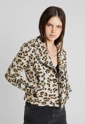 ONLMACEY LEO SHORT BIKER - Summer jacket - tannin