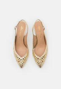 Alma en Pena - Classic heels - gold - 5
