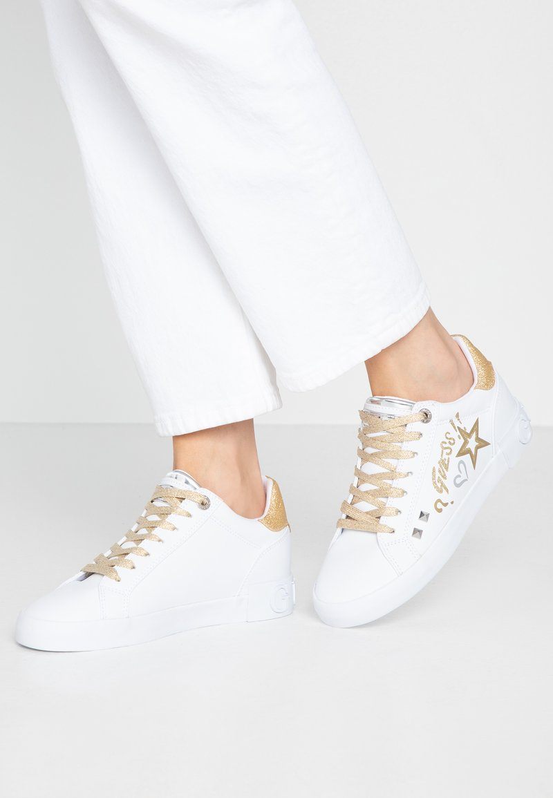 Guess - PRYDE - Joggesko - white/gold