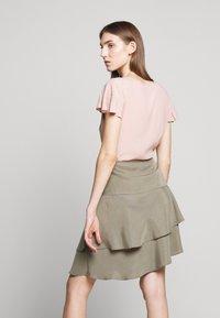 Bruuns Bazaar - LAERA DOLPHINE SKIRT - A-line skirt - olive tree - 4