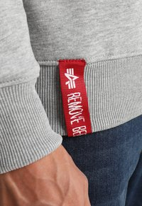 Alpha Industries - BASIC SMALL LOGO - Sweatshirt - grey heather - 5