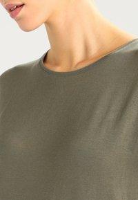 Vero Moda - VMAVA PLAIN - T-shirt basic - kalamata - 3