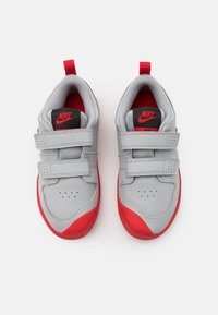 Nike Performance - PICO 5 UNISEX - Sportschoenen - light smoke grey/universe red/dark smoke grey/white - 3