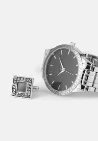 Pier One - WATCH CUFFLINK SET MANSCHETTENKNÖPFE - Watch - silver-coloured - 4