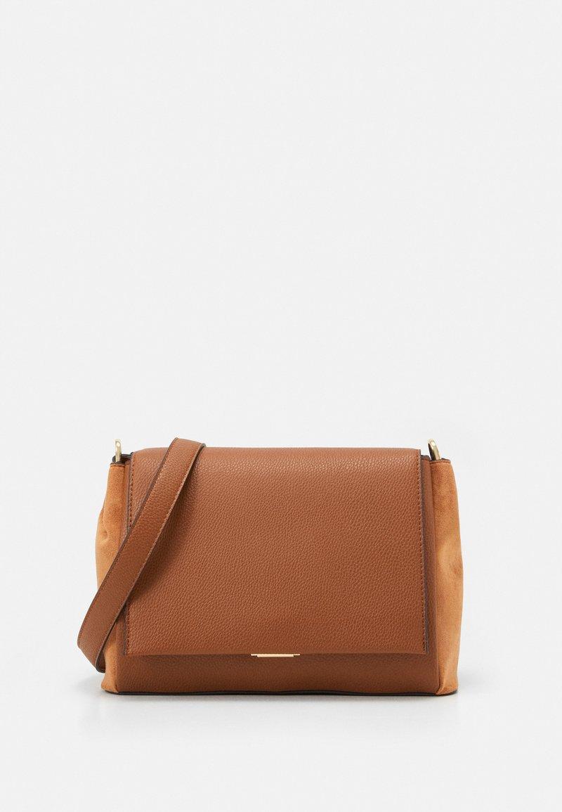 PARFOIS - CROSSBODY BAG REVIVE  - Across body bag - camel