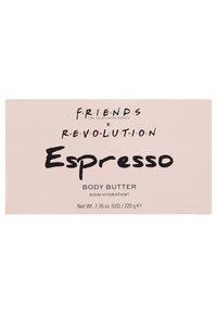 Make up Revolution - REVOLUTION X FRIENDS ESPRESSO BODY BUTTER - Moisturiser - - - 3