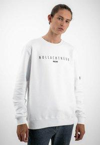 PLUSVIERNEUN - MÜNCHEN - Sweatshirt - white - 4
