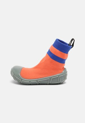 SOCKS IN A SHELL UNISEX - Patucos - coral