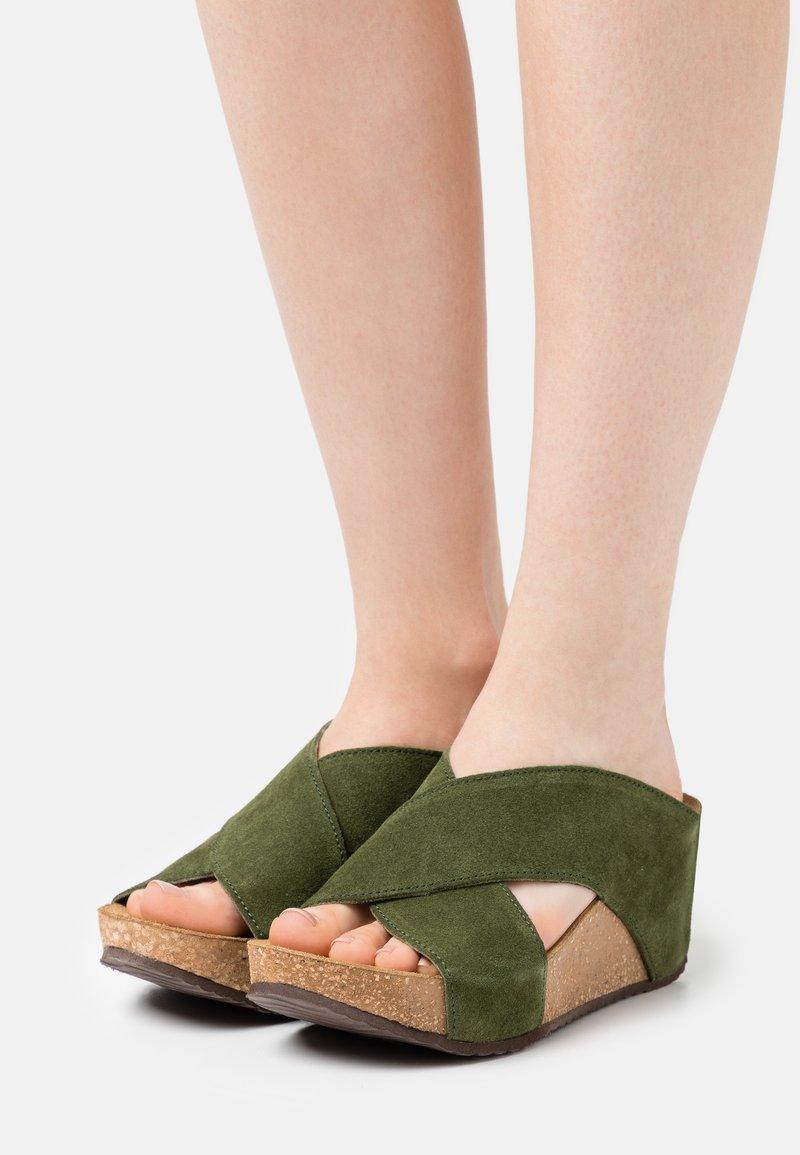 Copenhagen Shoes - FRANCES EDITION - Klapki - army