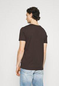 Burton Menswear London - 5 PACK - T-shirt - bas - khaki - 2