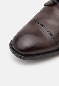 Lloyd - KAJO - Elegantní šněrovací boty - brown - 5