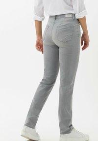 BRAX - STYLE CAROLA - Jean slim - used summer grey - 2