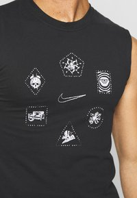 Nike Performance - Sports shirt - black/white - 6