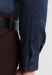 Selected Homme - PELLE - Kostymskjorta - insignia blue - 5