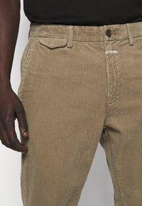 CLOSED - ATELIER TAPERED - Kalhoty - muddy beige - 3