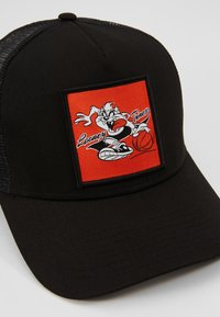 New Era - LOONEY TUNES TRUCKER - Cap - black/red - 6