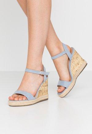 PERTH WEDGE - Sandály na vysokém podpatku - light blue
