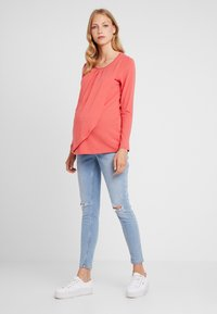 Spring Maternity - ABENA TEE - Long sleeved top - coral - 1