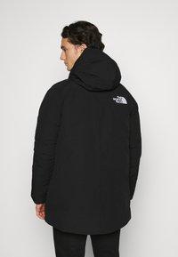 The North Face - NEW OUTERBOROUGHS JACKET - Kabát zprachového peří - black - 3