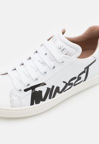 TWINSET - LOGO PRINTED - Trainers - offwhite - 5