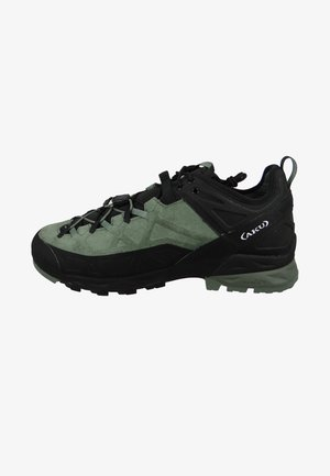 Climbing shoes - green