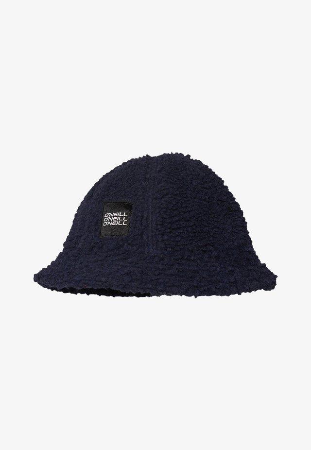 Chapeau - scale