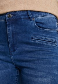 Vero Moda - VMSOPHIA BIKER PANT - Skinny džíny - dark blue denim - 4